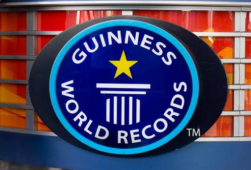 """Zwei """"verrückte Typen"""" auf Rekordjagd  – guinness world records"""