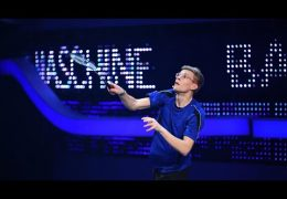 Mensch gegen Maschine | Badminton-Maschine bei Schlag den Besten